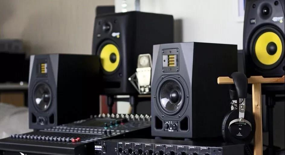 科普 • 家里录音和室外跑场时,怎样才能弹出百万录音室级别的音色?