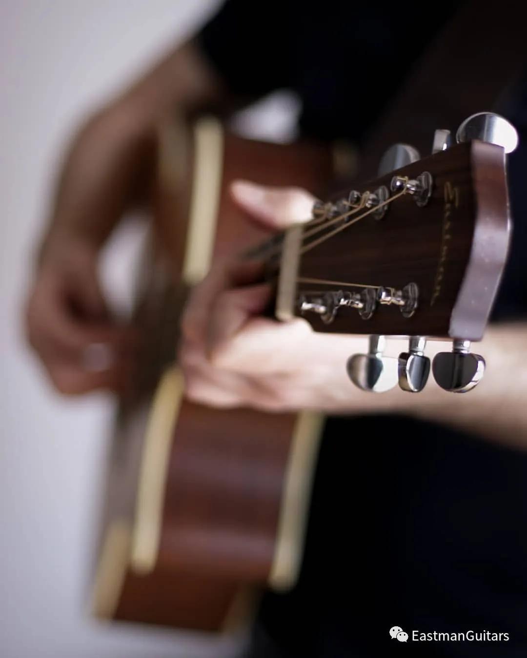 用音符连结和弦,在两个和弦之间利用旋律过渡的练习方法_吉他达人网