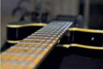 吉他冬季保养之琴颈调节四步走